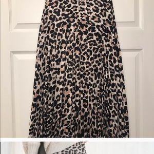 Pleated leopard midi skirt